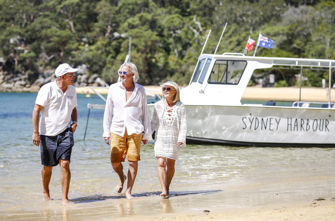 Small-Group Sydney Harbour Boat Tour with Beach Stops and Local Guide
