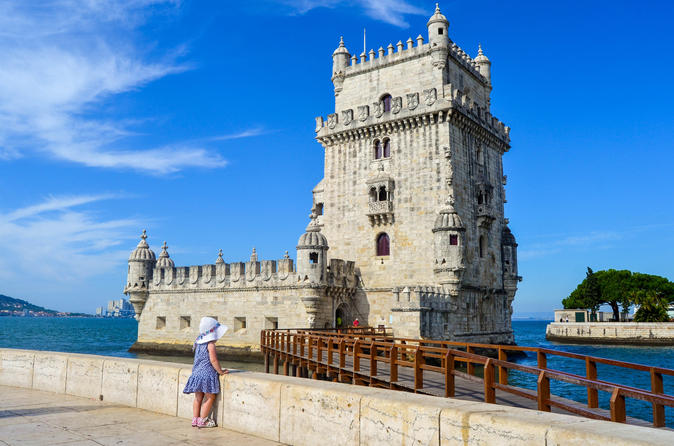 Lisbon Super Saver: City Tour by Minivan Including Tastings and Half Day Sintra Small Group Tour with Pena Palace