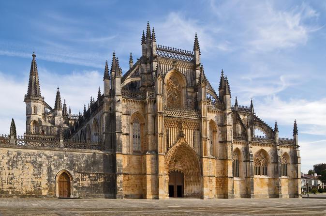 Viagem diurna para grupos pequenos para Fátima, Nazaré e Óbidos partindo de Lisboa