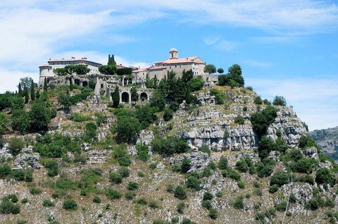 Excursão para grupos pequenos: Grasse, Gourdon, Valbonne: Zona rural e Degustação de vinhos