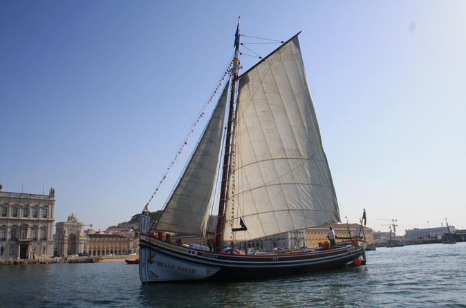 River Tagus 2-Hour Guided Sightseeing Cruise in Lisbon