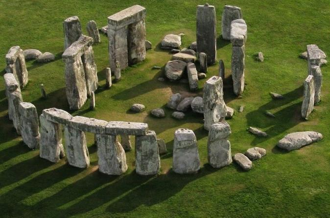 Salisbury, Windsor Castle, Stonehenge and City of Bath Tour with Lunch Pack