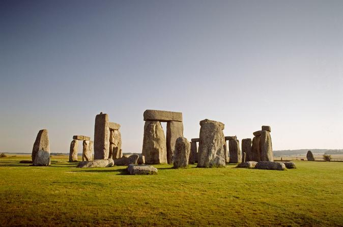Windsor Castle, Stonehenge, Lacock and City of Bath Tour with Lunch Pack