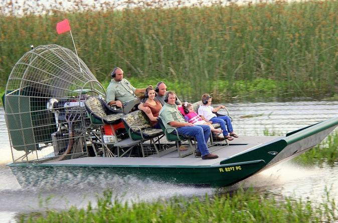 Excursão particular de aerobarco com encontro com crocodilos e transporte