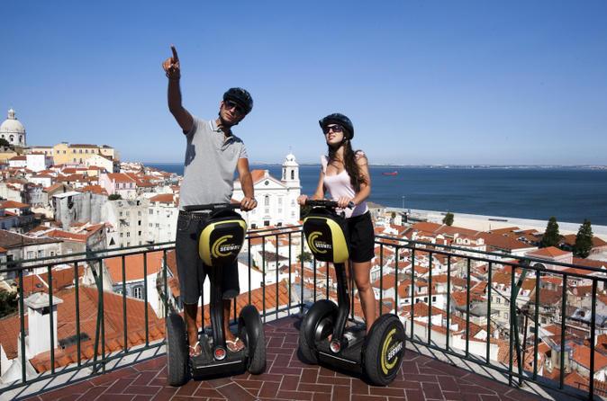 Excursão para grupos pequenos pela Lisboa medieval de Segway