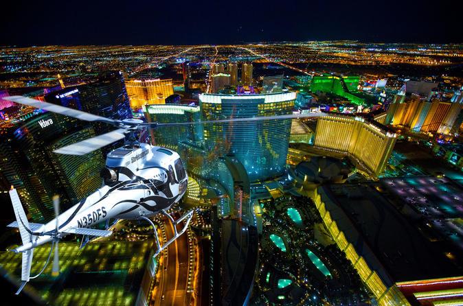 Voo noturno de helicóptero por Lãs Vegas com transporte VIP opcional