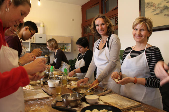 Beijing Luxury-Mutianyu Great Wall and Private Hutong Courtyard Cooking Class
