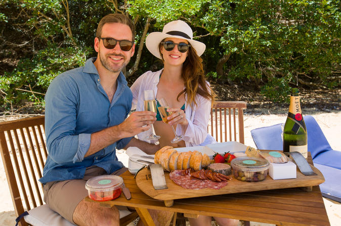 Deluxe Romantic Beach Picnic for 2 in Sydney