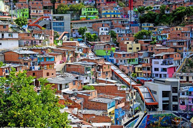 Slum Comuna 13 recovery tour