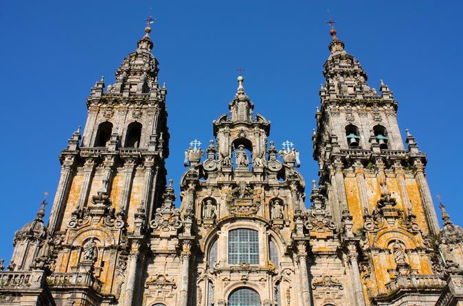 Viagem diurna para Santiago de Compostela e Valença do Minho saindo do Porto, com almoço