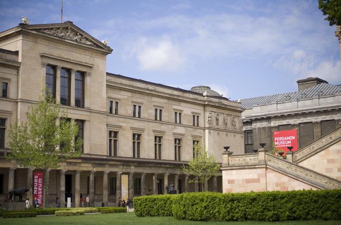 Excursão guiada evite as filas em Pergamon e no Novo Museu em Berlim incluindo Passe diário para a Ilha dos Museus