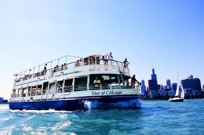 Cruzeiro turístico no lago Michigan