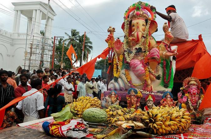 Private Full-Day Tour of the Ganesh Chaturthi Festival in Mumbai