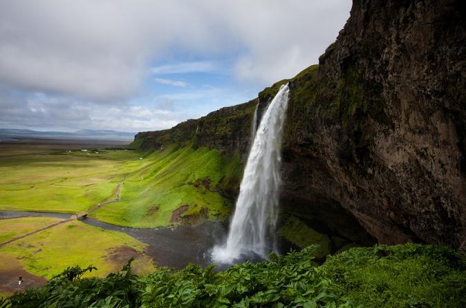 Aventura de Caminhada para grupos pequenos pelo sul da Islândia, Cachoeiras e Geleira