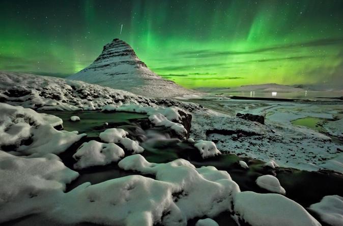 Magical Aurora Borealis Adventure in a Minibus from Reykjavik