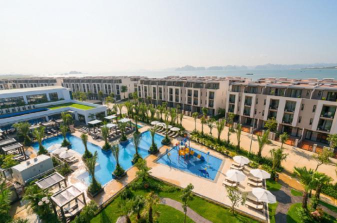 Halong Bay 2 Days 1 Night Transfer Limousine Sleep On 5 Star Royal Lotus Resort And Villa - Hanoi
