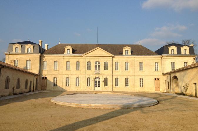 Pacote super econômico em Bordeaux: excursão para grupos pequenos para degustação de vinhos e almoço, além da visita na vinícola St-Emilion