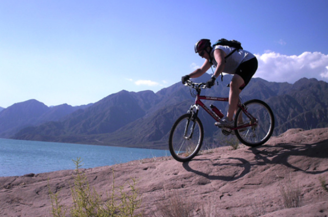 Aventura de mountain bike saindo de Mendoza