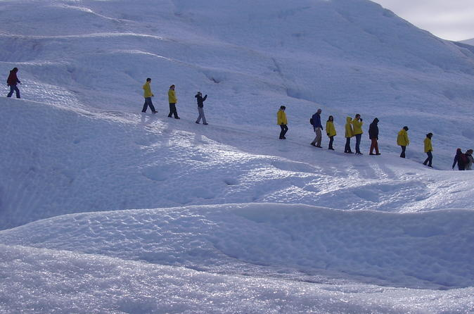 Caminhada de dia inteiro para grupos pequenos em Perito Moreno saindo de El Calafate