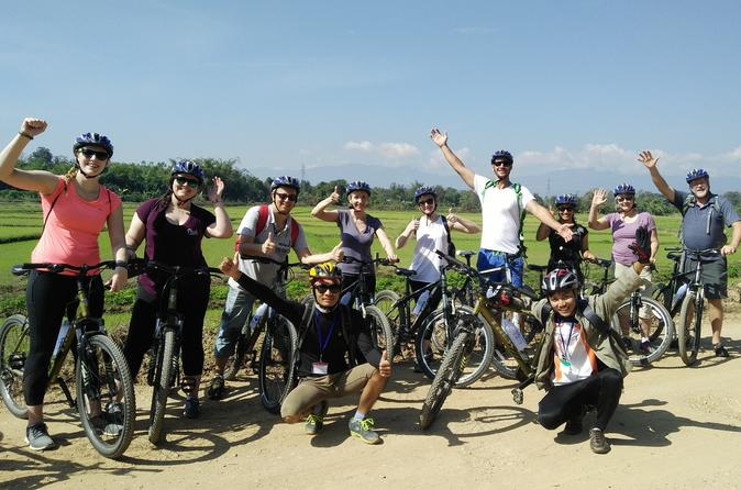 Radfahren Erstaunliche Landschaft von Chiang Rai