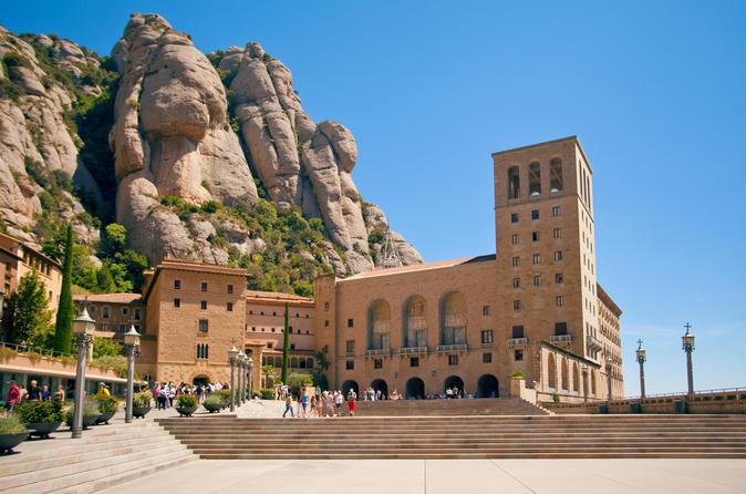 Tour di Barcellona e Montserrat con biglietto salta la fila per il Parco Güell