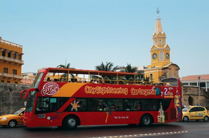 Excursão turística de ônibus pelo litoral com várias paradas na cidade de Cartagena