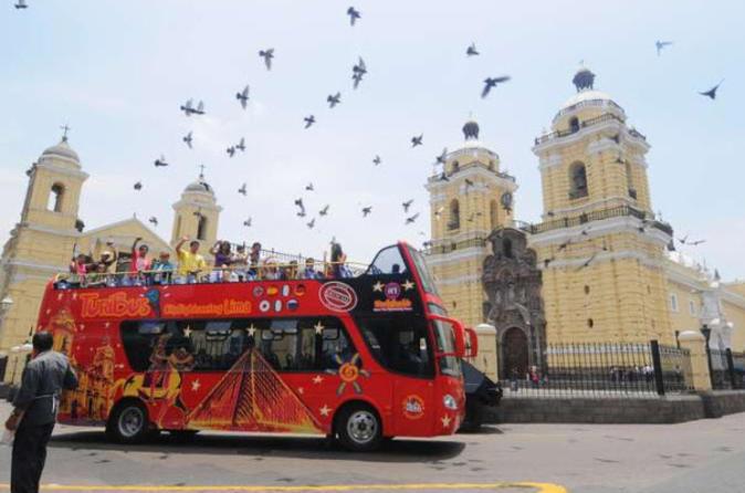 Excursão em ônibus turístico panorâmico pela cidade de Lima