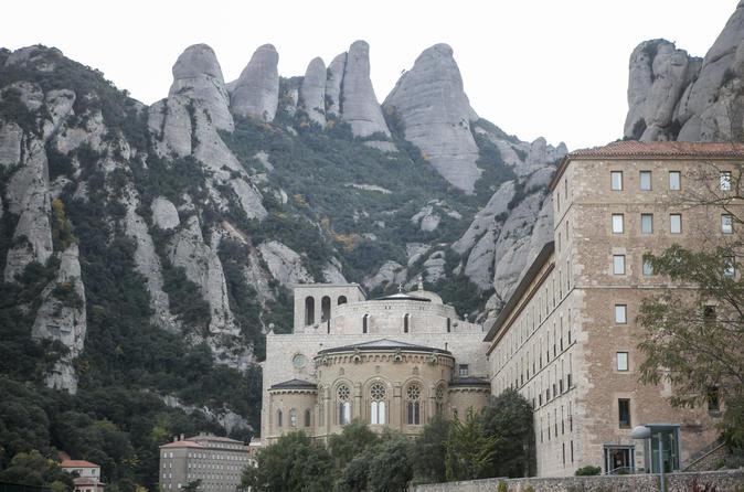 Excursão para grupos pequenos para Montserrat saindo de Barcelona: degustação de vinho e tapas