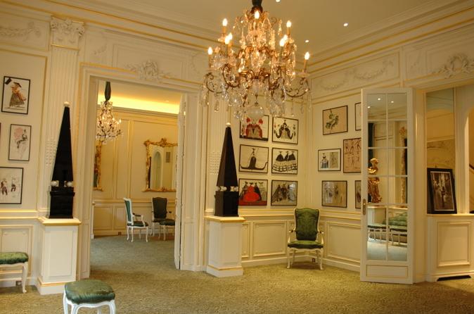 Excursão guiada pela Yves Saint Laurent Foundation em Paris