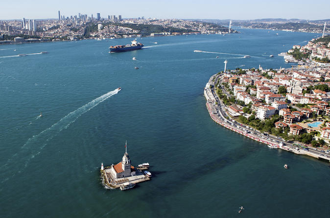 Istanbul Super Saver: Bosphorus Sightseeing Tour plus Istanbul by Night Turkish Food Tour