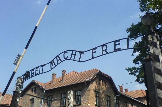 Excursão guiada ao Museu Auschwitz-Birkenau e Memorial saindo de Cracóvia