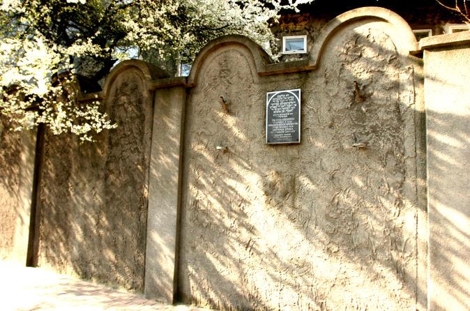 Private Tour: Jewish Krakow Walking Tour of Podgórze and Plaszow Concentration Camp