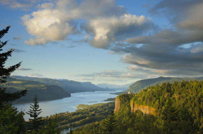 Columbia River Gorge Tour and Portland Spirit Dinner Cruise