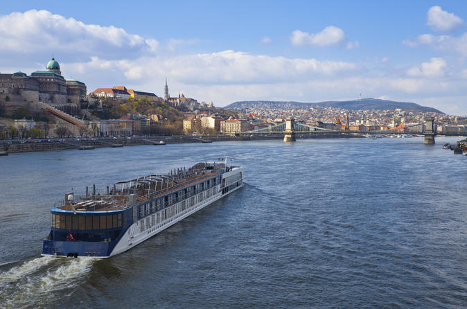 Budapest Super Saver: Jewish Heritage Walking Tour plus Danube River Lunch Cruise