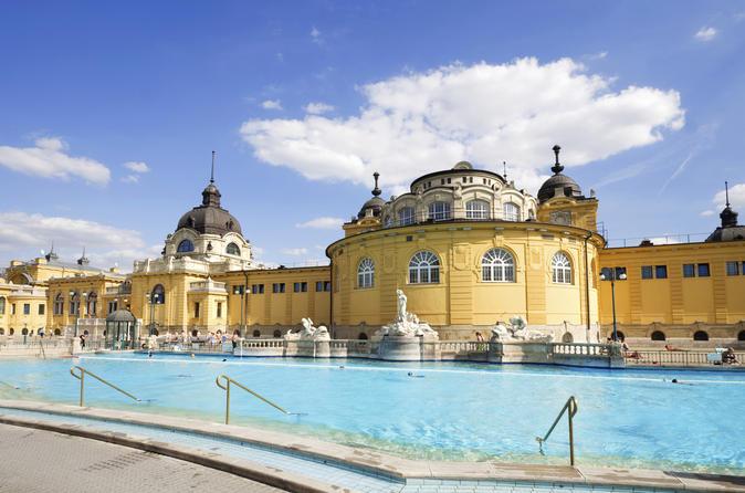 Budapeste Supereconômica: entrada particular para o Széchenyi Spa com massagem opcional, além de cruzeiro com jantar pelo Rio Danúbio