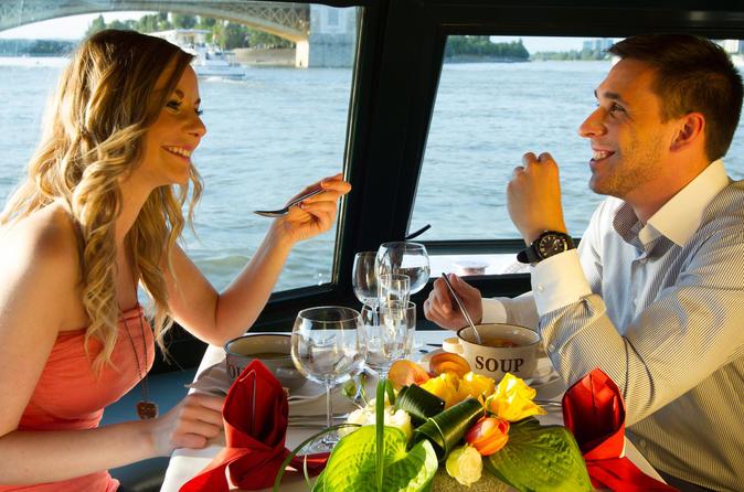 Cruzeiro com almoço pelo Rio Danúbio