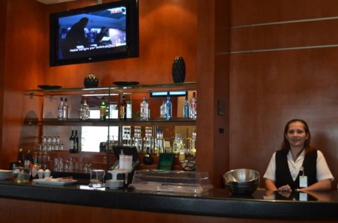 Cancun Airport VIP Lounge Access with Private Luxury Transfer
