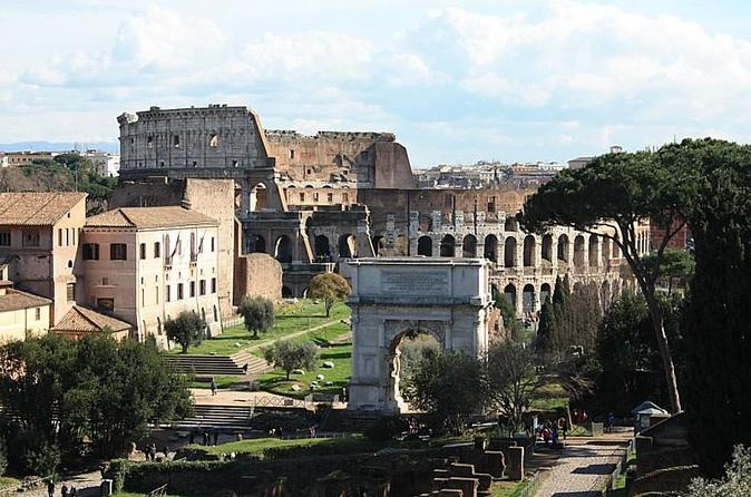 Skip the Line: Colosseum Highlights and Roman Forum Tour