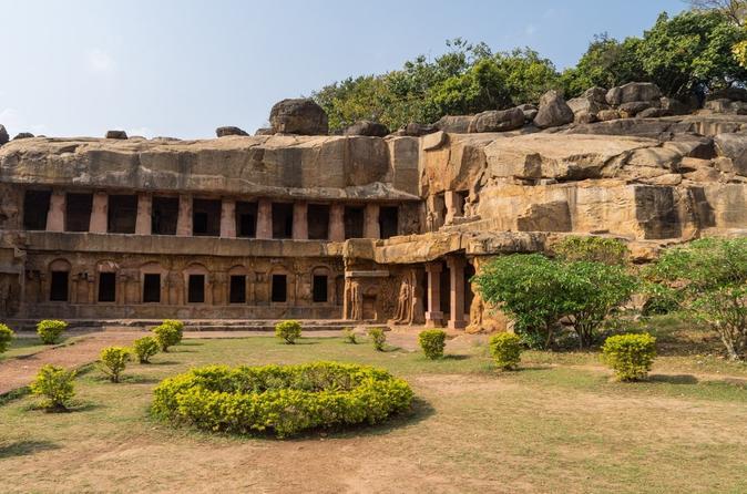 Private Tour: Full-Day Khandagiri Udaygiri and Dhauli Buddhist Site Tour from Bhubaneswar