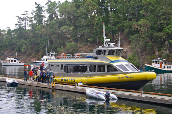 Victoria to Vancouver Tour Including Butchart Gardens and Sunset Cruise