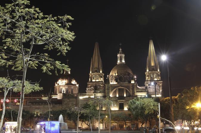 Guadalajara at Night: Bar Crawl and Panoramic Sightseeing Tour