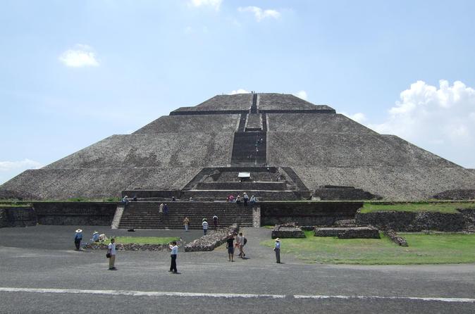 Pirâmides de Teotihuacan e Basílica de Guadalupe