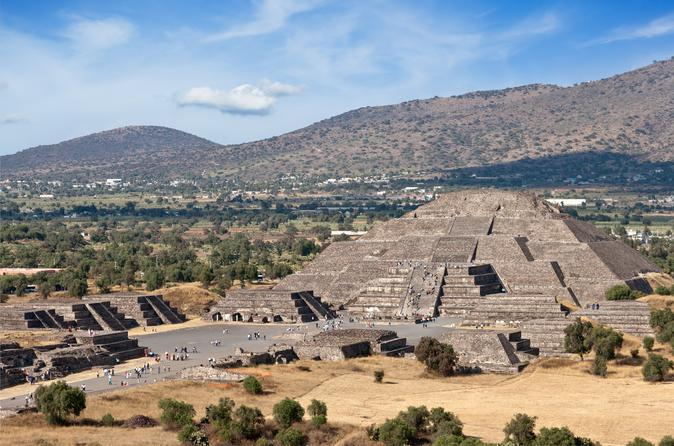 Teotihuacan Pyramids Private Day Trip with Archeologist from Mexico City