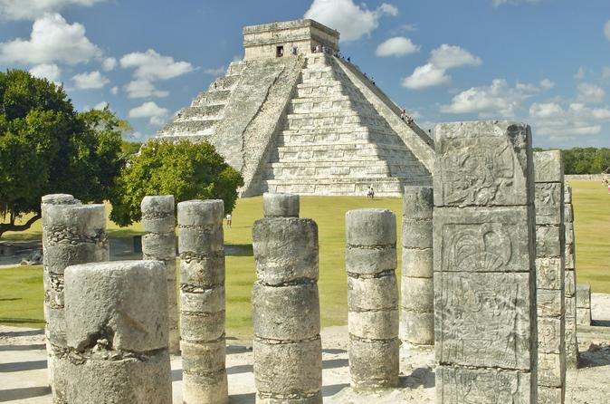 Early Access to Chichen Itza from Playa del Carmen with Archaeologist