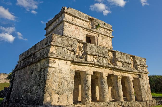 Early Access to Tulum Ruins from Playa del Carmen with Archeologist