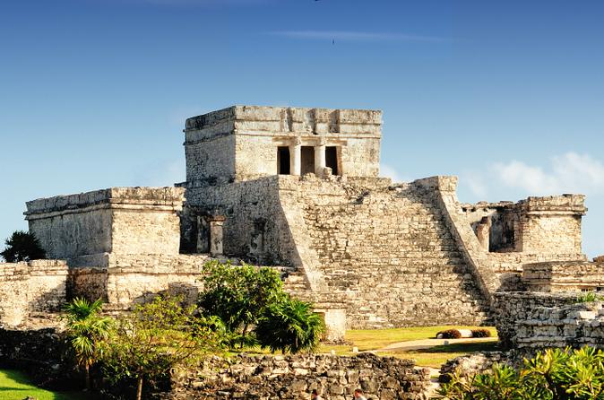 Viator exclusive early access to tulum ruins with an archeologist in cancun 149589