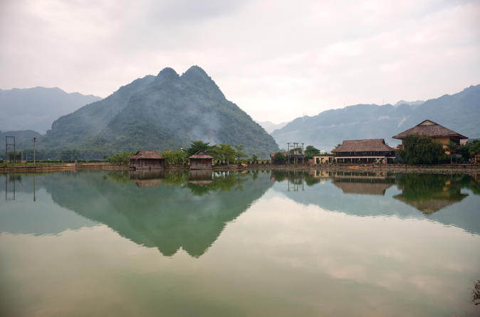 2-Day Mai Chau Village Tour from Hanoi Including Bike Tour and Countryside Hike