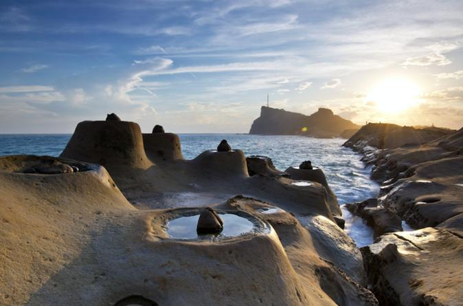 Day Tour: Discover North Coast Of Taiwan From Taipei- Yehliu, Keelung, Seafood