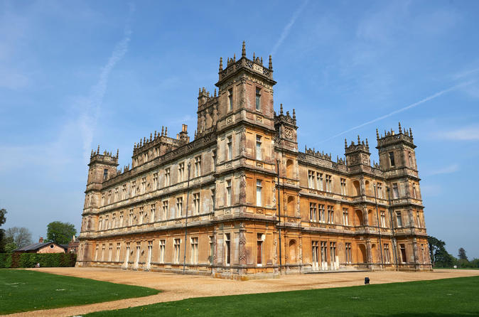 Downton Abbey and Village Tour from London by Coach