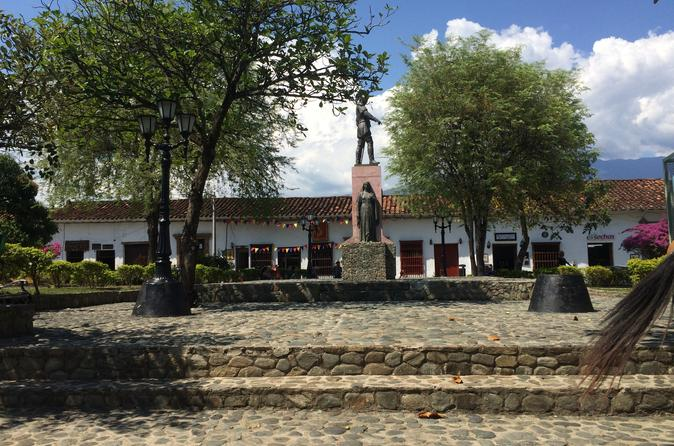 Combo Tour: Santa Fe de Antioquia and Christmas Lights from Medellín